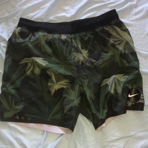 Men's Nike M palm tree shorts